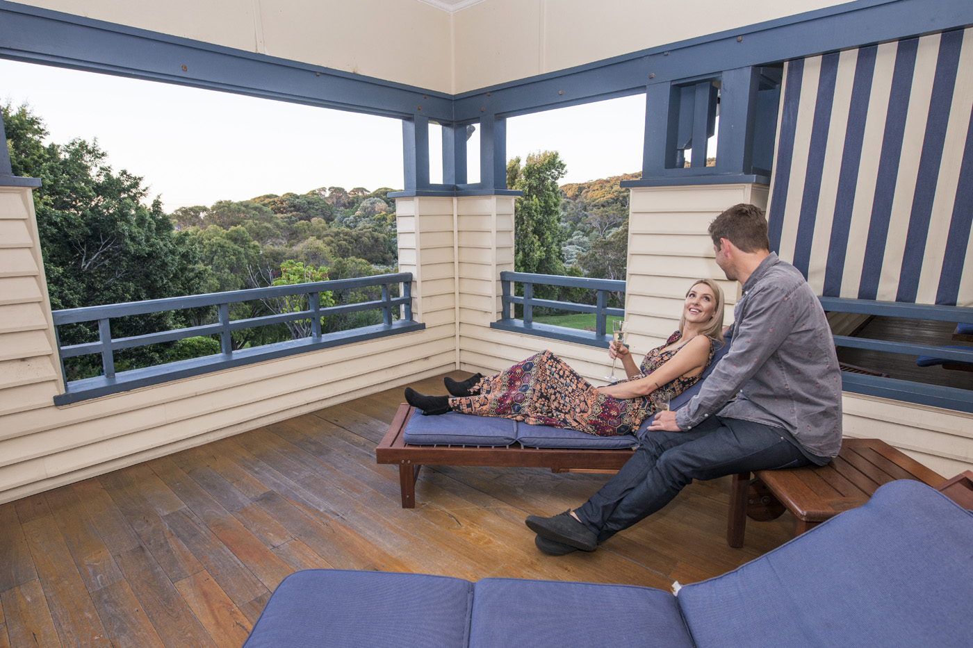accommodation caves house hotel yallingup. Black Bedroom Furniture Sets. Home Design Ideas